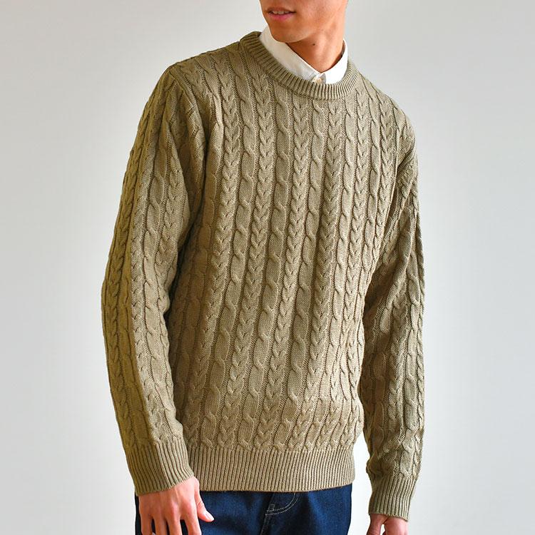 インナー:ケーブル編みニットセーター