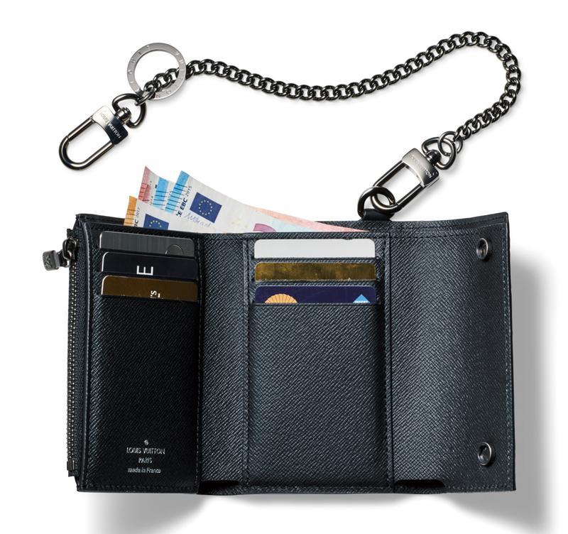 770a7a86a2b4 大人メンズはミニ財布。ヴィトンのチェーン付きコンパクトウォレットで ...
